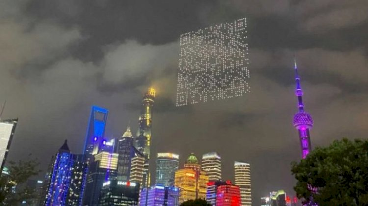 1500 Drones in Shanghai form a QR code in the sky to promote a Game
